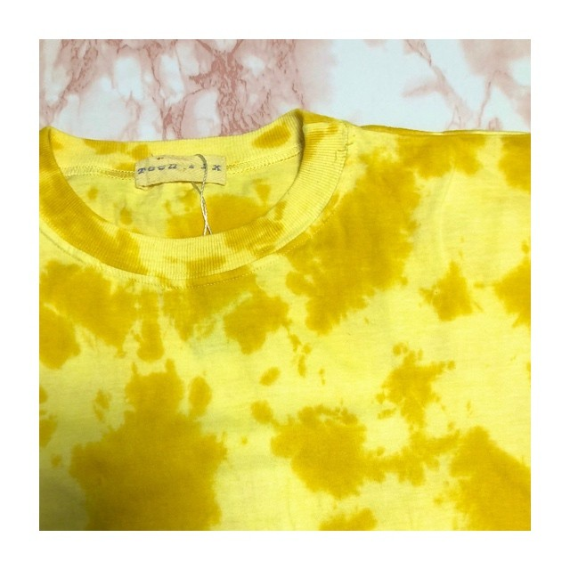 tie-dye yellow tee