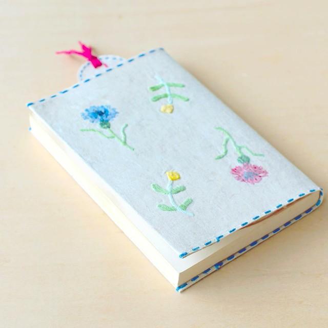 刺繍花入り和紙文庫カバーとしおりセット ヤグルマソウ