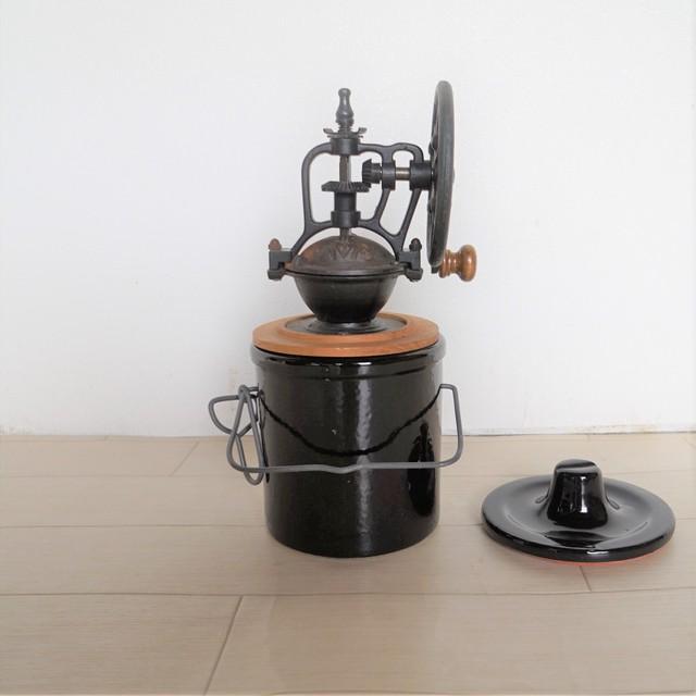 【コレクション 10】陶器の粉受けのあるコーヒーミル