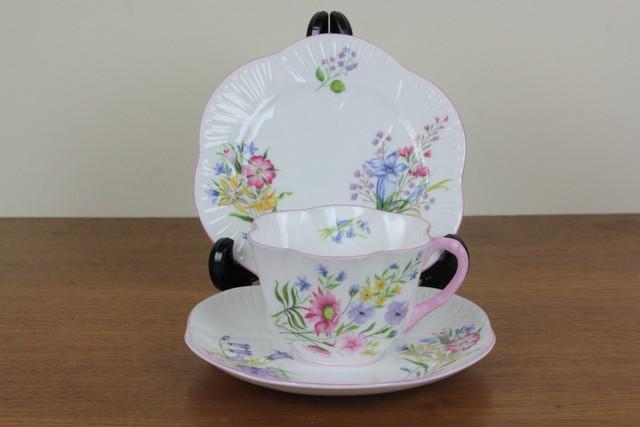 シェリー ワイルドフラワー トリオ ティーカップ ケーキ皿 デザートプレート ピンク ディンティシェイプ Shelley ヴィンテージ 食器 イギリス