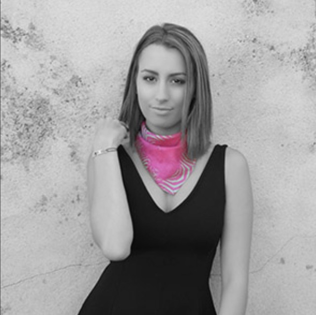 【イネス・ドゥ・パルスヴォー】フランス シルク100%スカーフ ミニカレ  ゼーブル<ローズ> スカーフリング<ヴェール>付き