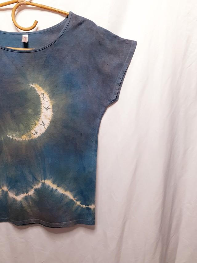 静かに輝く月と山・手染めのチュニック(藍染・ベンガラ染め)