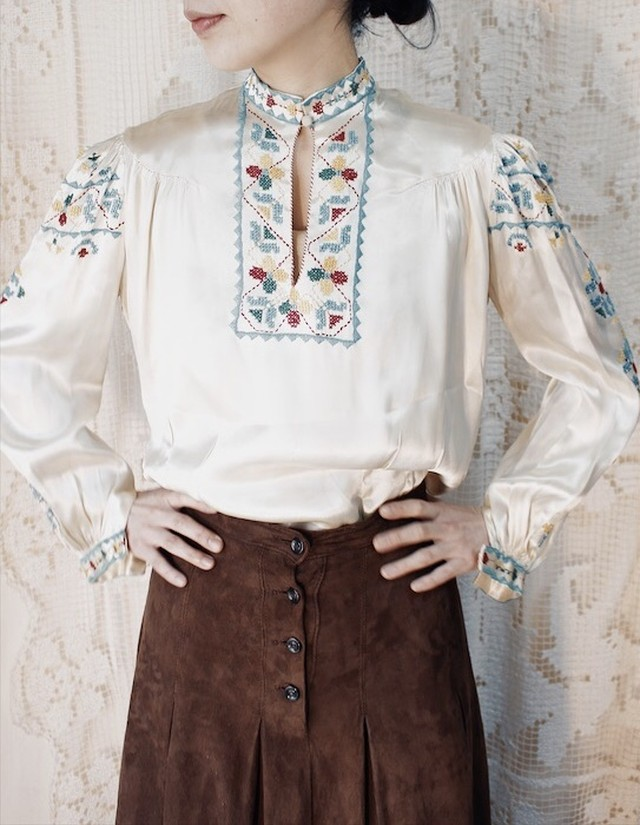 50s Embroidered Blouse