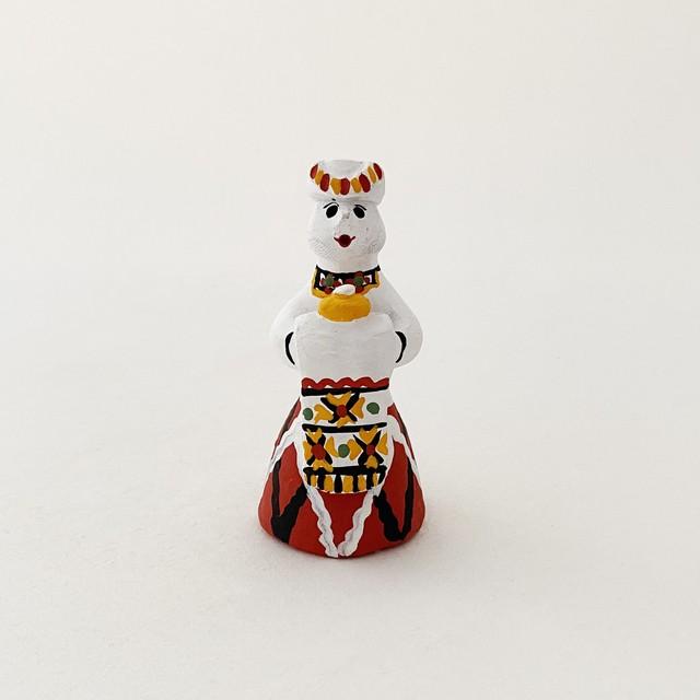 カルゴポリ泥人形(壺を持つ婦人/小)