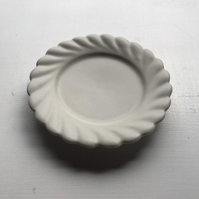 ひねり輪花リム小皿