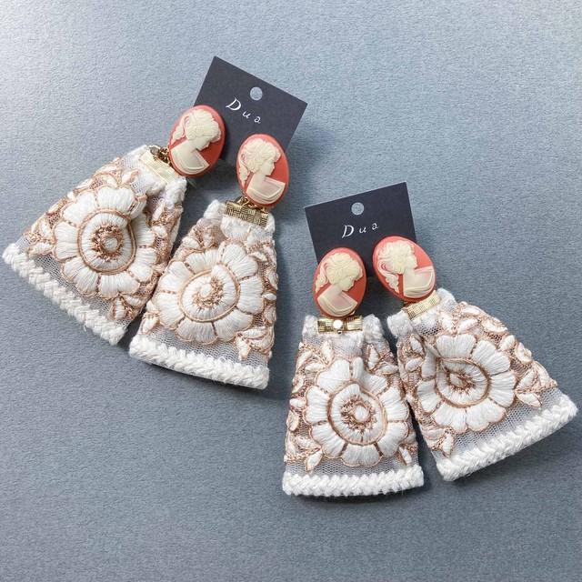 オレンジカメオと白いお花の刺繍リボンドレス〈ピアス/イヤリング〉