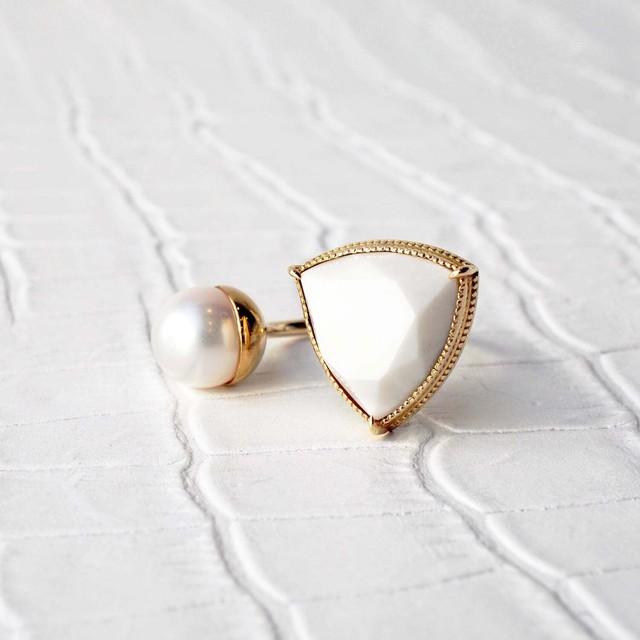 White Chalcedony & AKOYA Fork Ring (R388-WC)