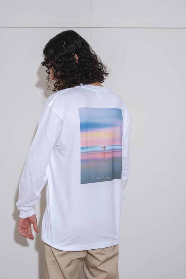 "【9/8(WED)20:00販売開始】""Sunset Surf"" Photo L/S TEE (white)"