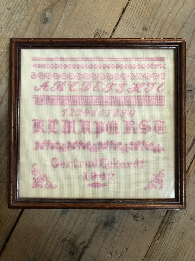 1902年 フランスアンティーク クロスステッチサンプル額入り