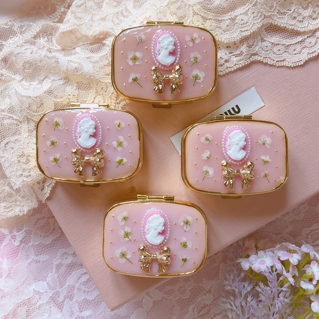 Pink Cameo × Flower - Pill Case