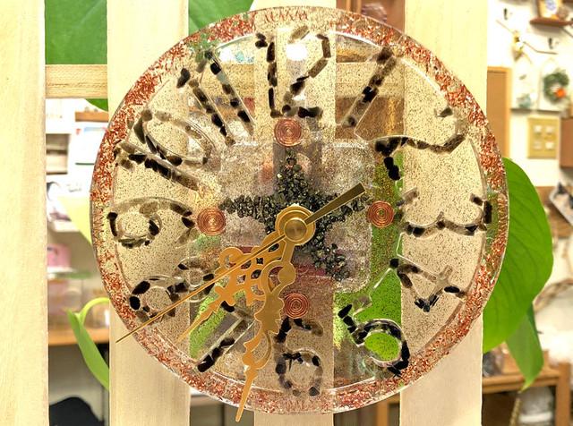 オルゴナイト 時計 ローズクォーツ&ガーネット等 2WAY 壁掛け スタンド・電池付き