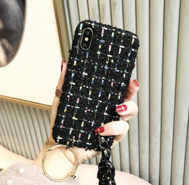 【予約商品、送料無料】ブラック調のツイード柄にロングストラップ付iPhoneケース