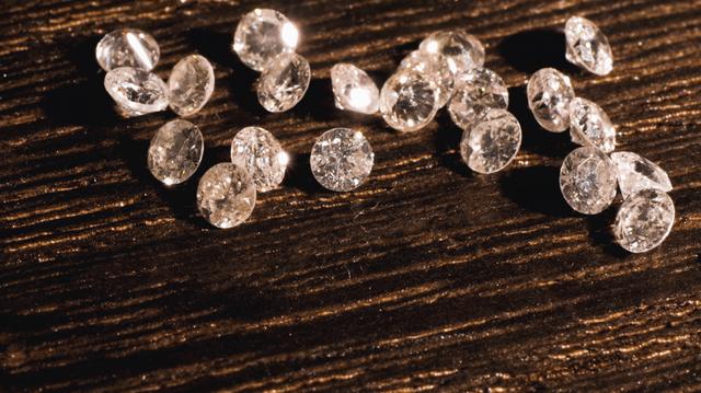 C、ダイヤモンド[No.k-1609]