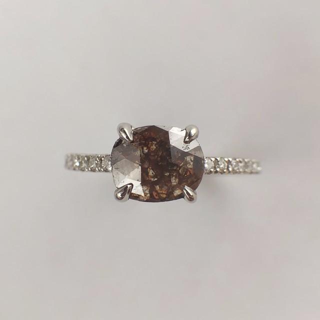 ブラウン ナチュラルダイヤモンドリング 0.680/0.11ct チェカ PT