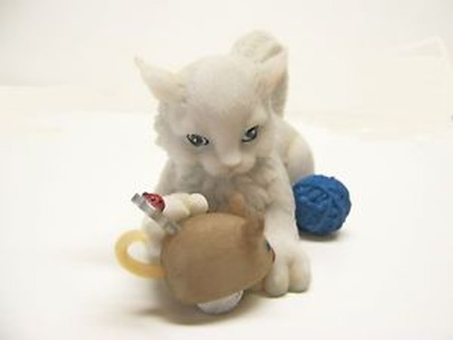 【送料無料】マウスcharming purrsonalites cat i love unwinding with you toy mouse enesco figurine