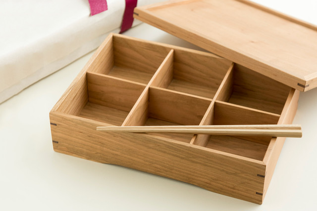 手造り家具の金鱗 / 桜のお弁当箱・銘木膳(お箸2膳付き)