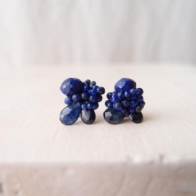 【天然石の刺繍ピアス】BlueSapphire × LapisLazuli ブルーサファイア・ラピスラズリ