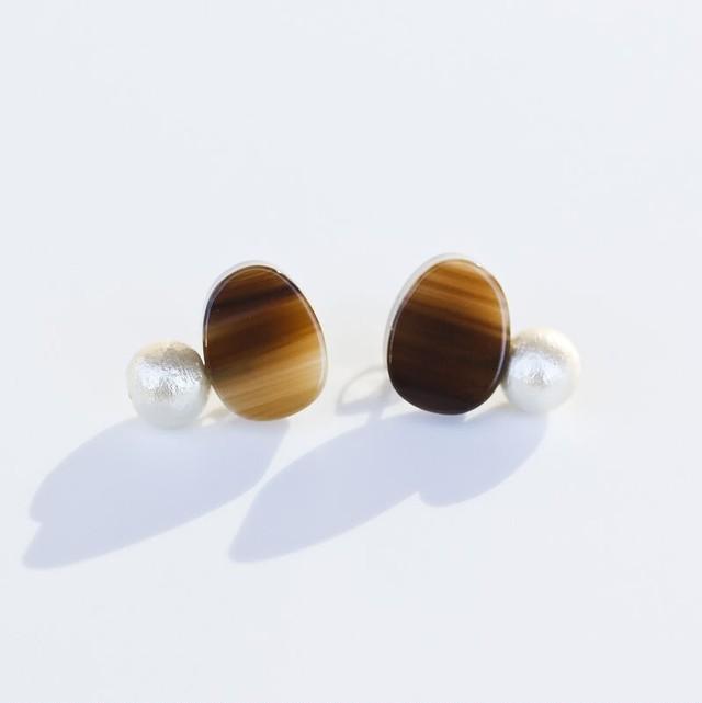 Sur (サー) pierce (ピアス) 【楕円形ブラウン+パール】