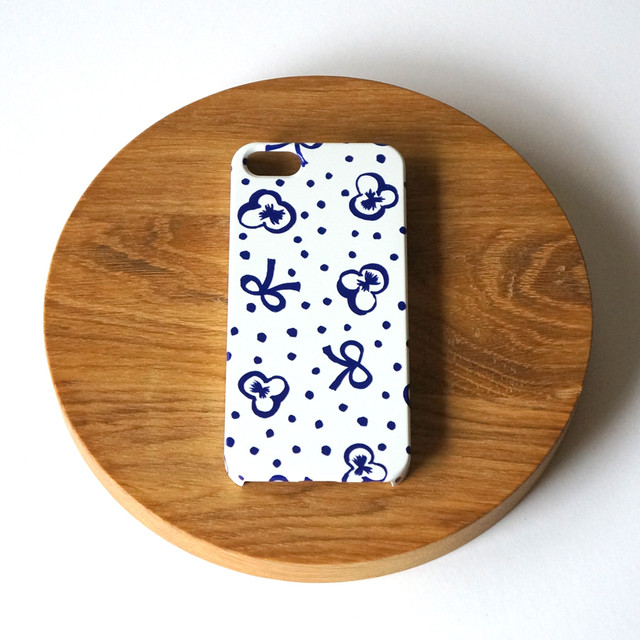 【iPhone / Android 各機種専用タイプ】側表面印刷*ハード型*スマホケース「スミレとリボンと水玉 ( deep blue )」● 受注生産