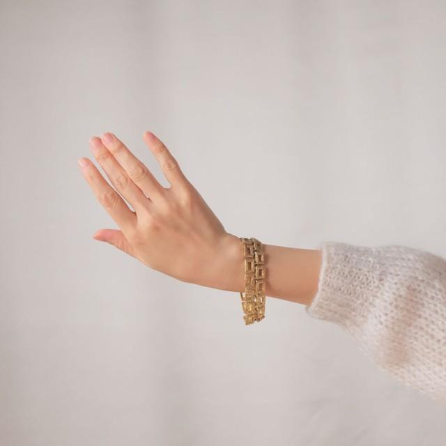 The Feminine Wrist ~ The  Bracelet Collection Edition 11 1