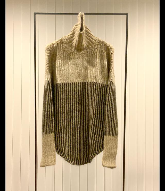 Color Block High-neck Sweater / Camel