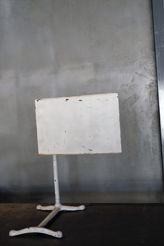OT029_ IRONSTAND SIGN