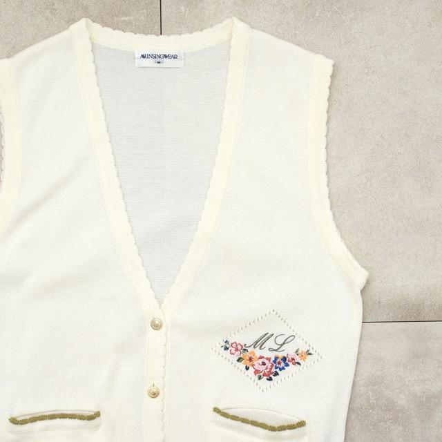 MUNSINGWEAR flower embroidery knit vest