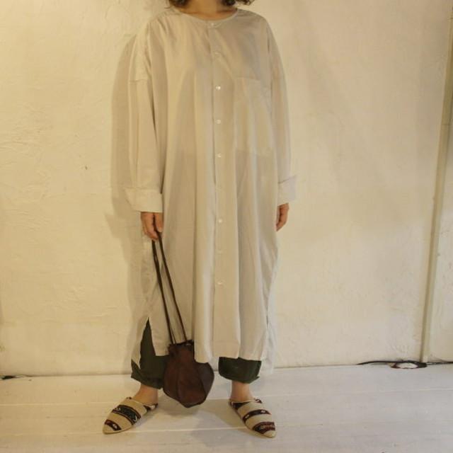 UNIVERSAL SEVEN タイプライターシャツドレス ライトグレー