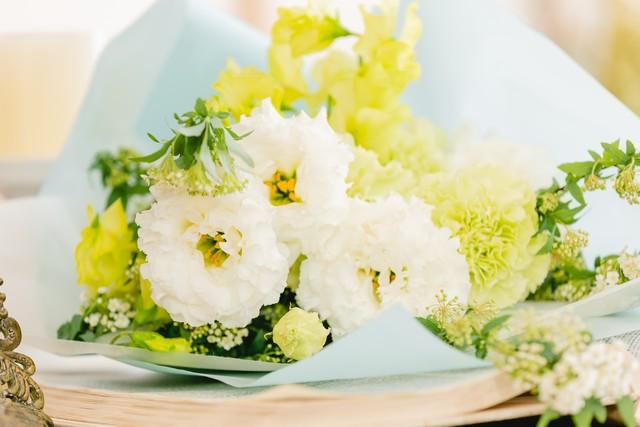 【お悔み用】ホワイト・グリーンの花束