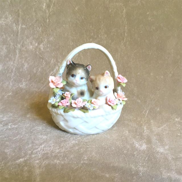 子猫と花の置き物
