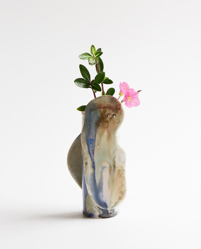 フラットな生物が付いたフラワーベース  花瓶