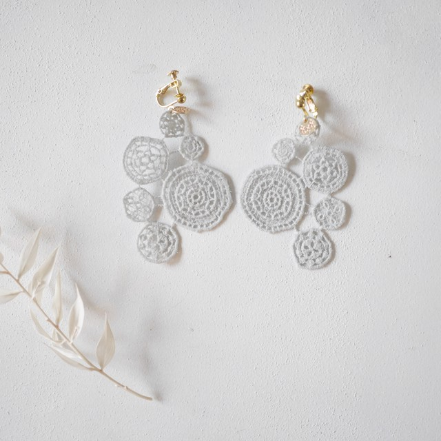 【両耳用】lace earring LIGHTGRAY