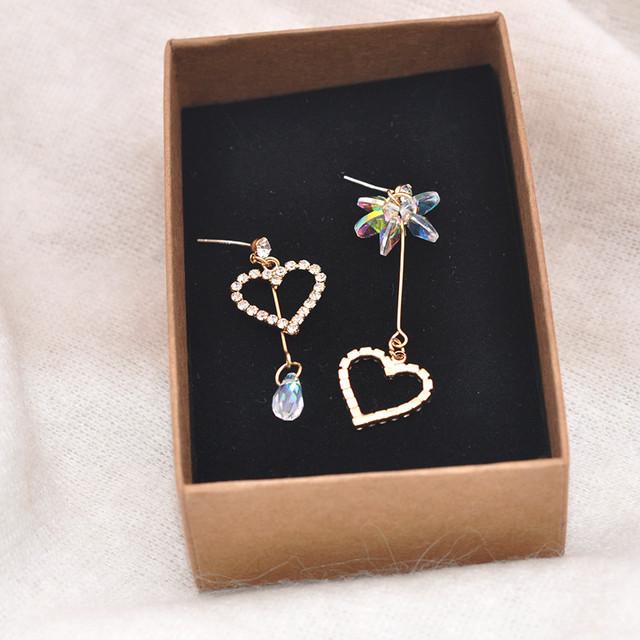 【小物】ハート柄ダイヤモンド嵌め非対称透かし彫りピアス