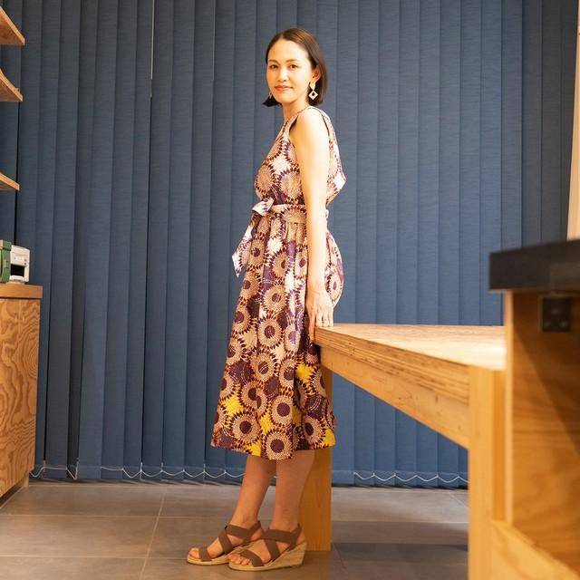 ガーナ産生地のウエストリボンワンピース「ひまわり」オークル×ブラウン(日本縫製)アフリカン エスニック パーニュ バティック ガーナ服