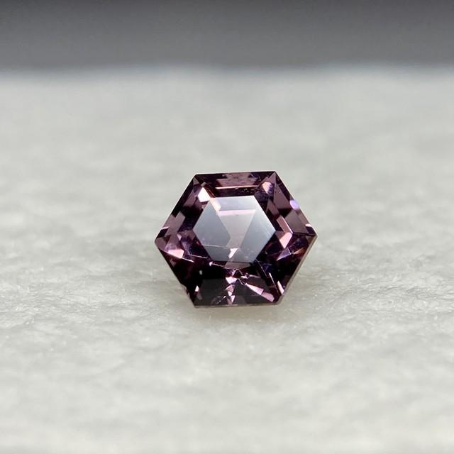 スピネル 6角形 約3.9*3.0mm r-0025