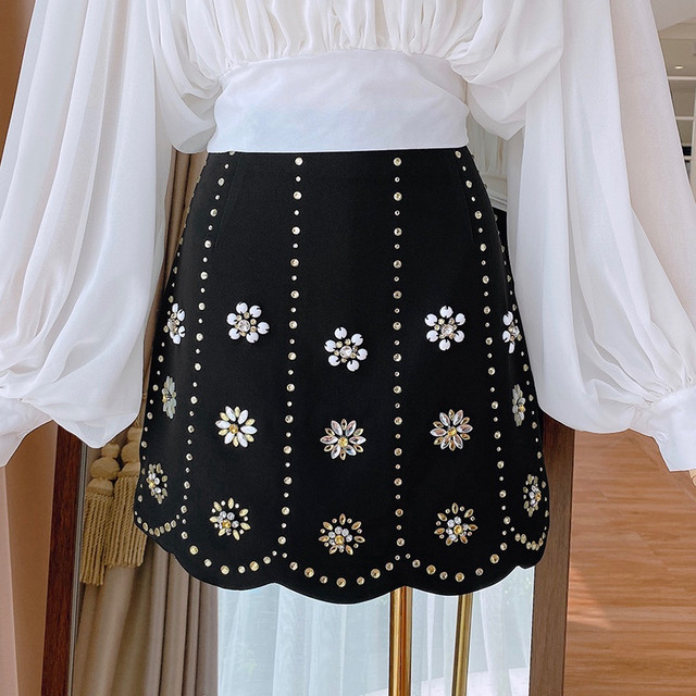 全2色フラワービジューラインスカート
