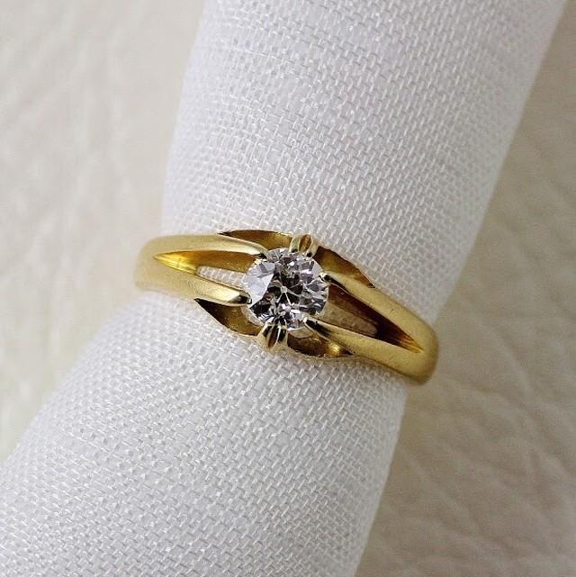 Single stone diamond in gold ,claw mount. circa 1902   シングルストーン ダイヤモンド ゴールドリング