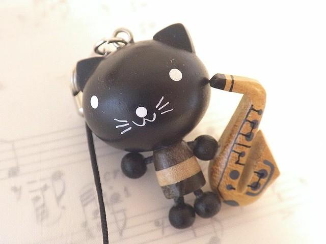 サックスねこ 動物と楽器の木製ストラップ