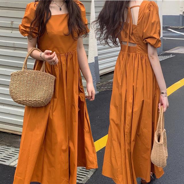 オープンバック ワンピース スクエアネック フレア ロング丈 背中開き 背中見せ ハイウエスト パフ袖 韓国ファッション レディース セクシー 大人可愛い ガーリー / Open back design bubble sleeve dress (DTC-642366216838)
