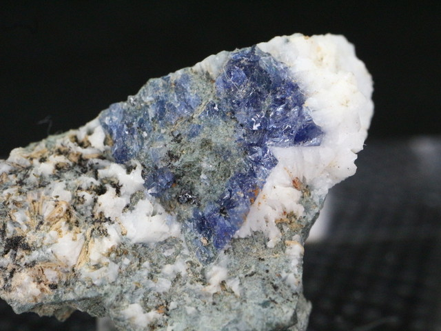 ベニトアイト ベニト石  カリフォルニア産  1,7g BN043 鉱物 天然石 パワーストーン