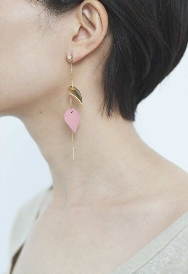 floating petals pierce Pink