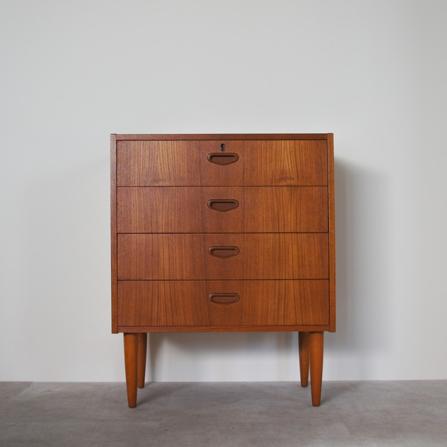 Chest of 4 drawers / CS018