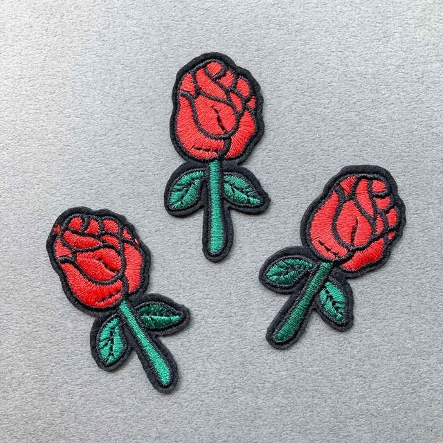 赤いバラのワッペン