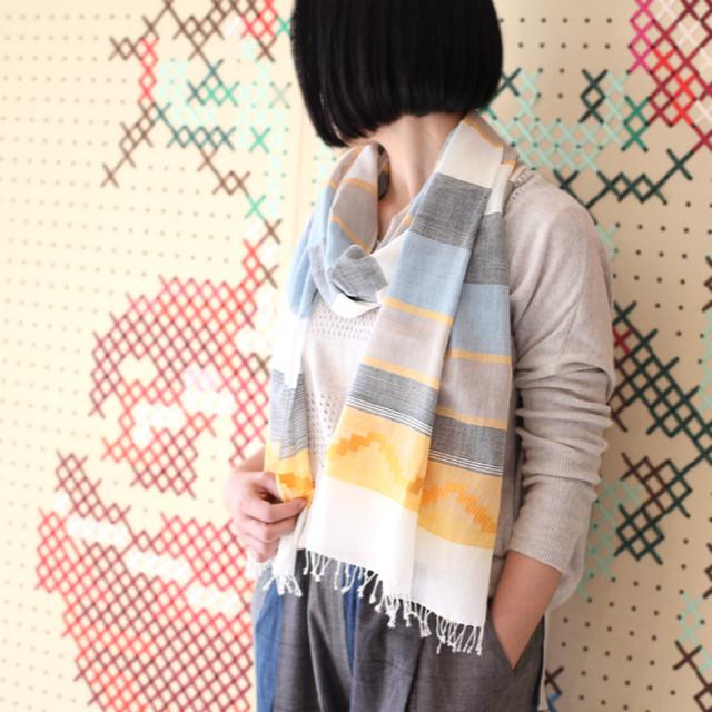 ミャンマーの手織り綿ボーダーストール