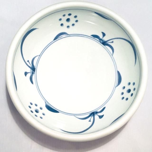 【砥部焼/梅山窯】8寸玉縁鉢(唐草)