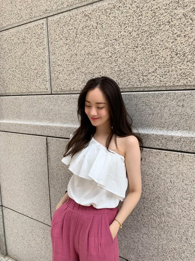 【予約】oneshoulder frill blouse / white (7月下旬発送予定)