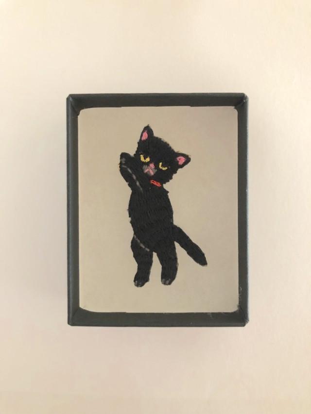 つんつんネコミニ刺繍ブローチ 黒ネコ