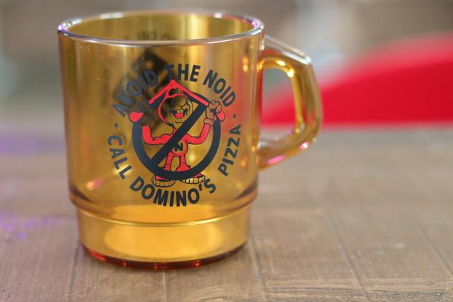 アメリカンなプラスチックマグカップ ドミノピザ