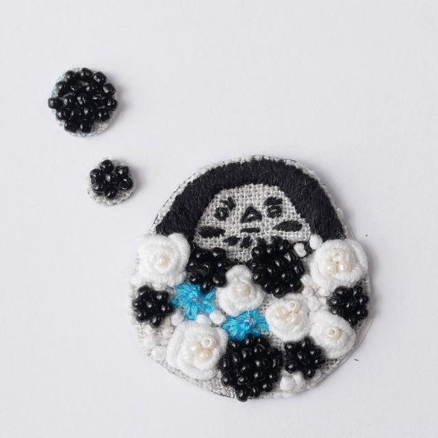 手刺繍シール ししゅール「花ダルマ BK」刺繍ステッカー スマホ 花刺繍 ワッペン