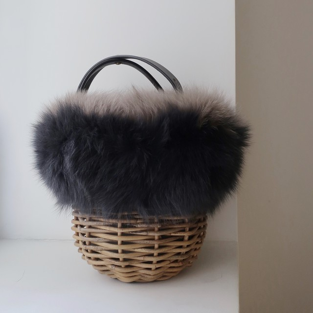 [Fur-Shoulder-Basket / Gururi]  #CharcoalGray×LightGray